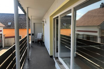Monteurzimmer: Balkon - M&A Immobilien - Offingen / rooms & apartments
